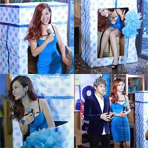 Đông Nhi váy xanh nghịch ngợm.