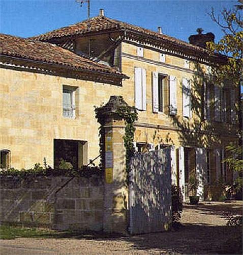 Triệu Vy và chồng còn sang tận vùng sản xuất rượu tại Pháp để mua tòa lâu đài Chateau Monlot với giá hơn 4 triệu euro (khoảng 120 tỷ đồng).