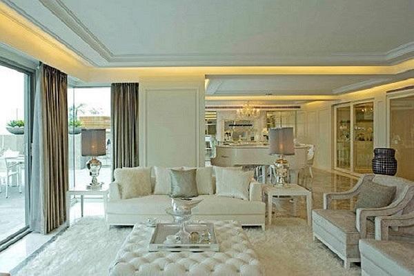 Với nội thất xa hoa, lộng lẫy, toàn bộ ngôi nhà được sơn trắng.