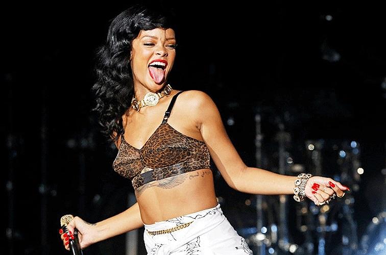 Rihanna nóng bỏng trên sân khấu.