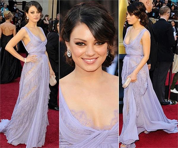 Năm 2012, cô được tạp chí Esquire (Mỹ) vinh danh là người phụ nữ gợi cảm nhất năm 2012.