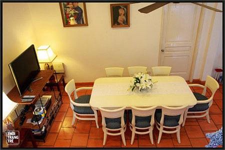 Điểm nhấn trong căn nhà chính là những bức tranh vẽ, những tấm hình mang đầy kỷ niệm của gia đình Diễm My.