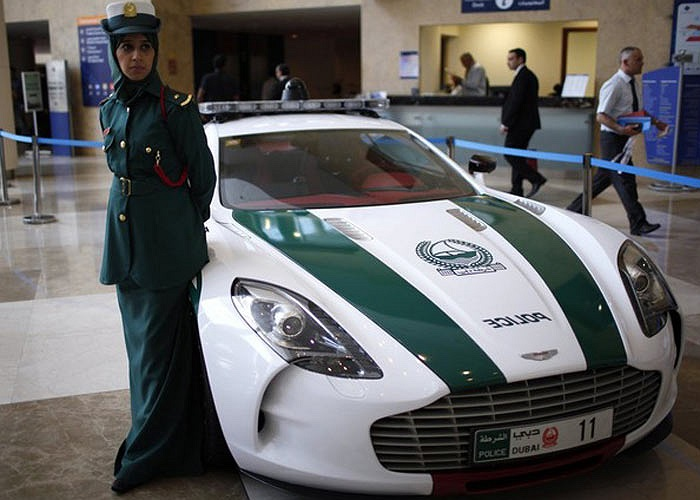 Siêu xe mới nhất của cảnh sát Dubai, Aston Martin One-77 Q Series, trị giá 3 triệu USD. Ảnh Reuters