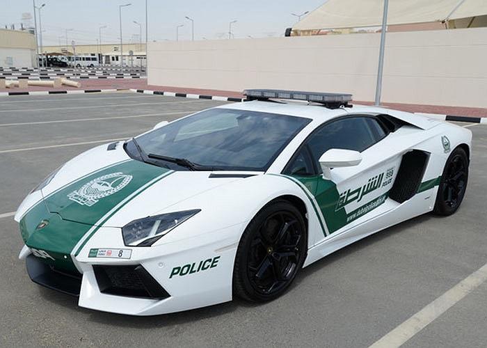 Siêu xe Lamborghini Aventador của cảnh sát Dubai mang biển số 8. Ảnh Indiatimes