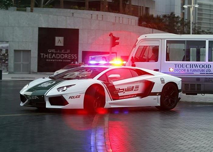 Siêu xe Lamborghini Aventador của cảnh sát Dubai mang biển số8