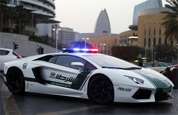 Siêu xe Lamborghini Aventador của cảnh sát Dubai mang biển số 8