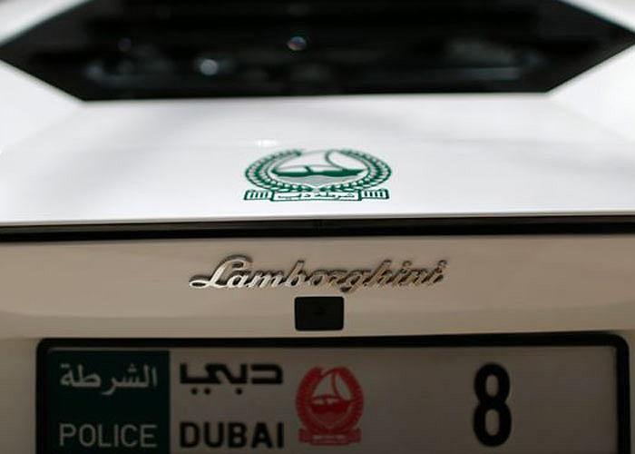 Siêu xe Lamborghini Aventador của cảnh sát Dubai mang biển số8. Ảnh Reuters