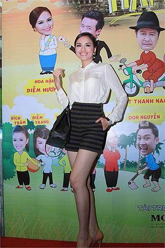 Tuần qua, trong sự kiện ra mắt phim Hai lúa, Hoa hậu Diễm Hương lần đầu tiên chính thức lấn sân sang lĩnh vực điện ảnh.