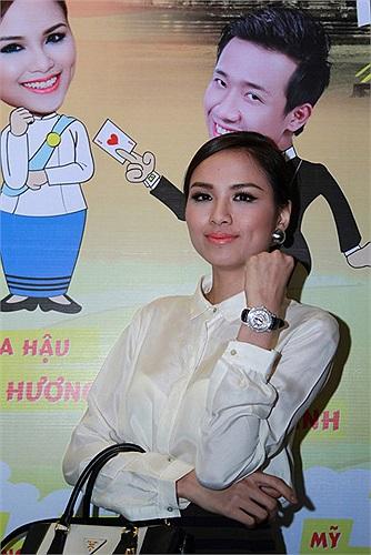 Trong phim Hai lúa, Diễm Hương đóng vai một cô gái Campuchia.