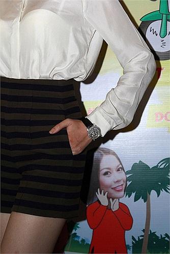 Cận cảnh đồng hồ Sarcar 5 tỷ của Diễm Hương.