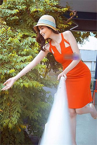 Có thể thấy Diễm Hương dường như không có sở thích mua sắm túi xách và váy hàng hiệu.