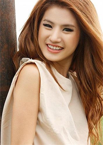 Kong Chan Sreymom khoe nụ cười rạng rỡ thu hút mọi ánh nhìn
