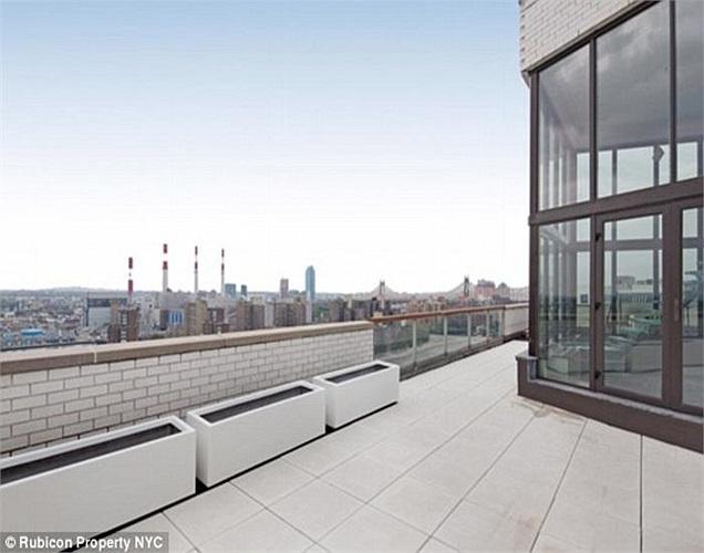 Khi được rao bán trên thị trường bất động sản, nó có giá 7,7 triệu USD. Nhưng đại gia Trung Quốc đã thành công khi mua lại căn hộ với giá 5,5 triệu USD.