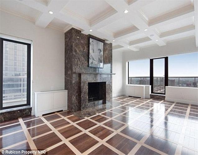 Từ đó đến nay, căn penthouse đã qua khá nhiều đời chủ và được thay đổi. Nó từng chứng kiến những gương mặt nổi tiếng thế giới như biểu tượng sắc đẹp Marilyn Monroe, Tổng thống Mỹ Kennedy...