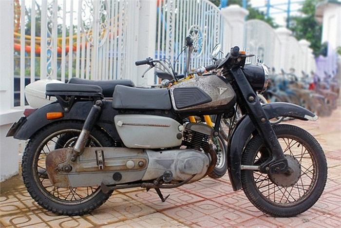 Tuy nhiên, về Việt Nam, xe đã được 'chăm sóc' cẩn thận và có thể vận hành tương đối tốt. Theo chủ nhân của chiếc xe, để chạy 100 km, cỗ máy này uống khoảng 4 lít xăng.