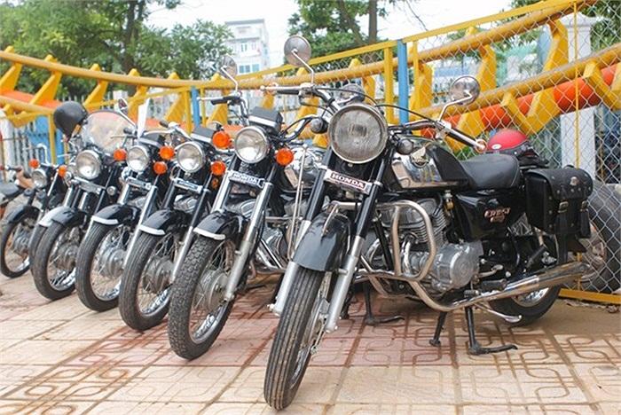 Những chiếc Honda CD của hội chơi xe CD tại Hà Nội cũng góp mặt.