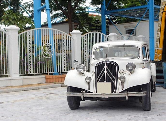 Chiếc Citroen Traction này đã từng xuất hiện nhiều trong các buổi lễ xe cổ tại Hà Nội và cả TP. Hồ Chí Minh.