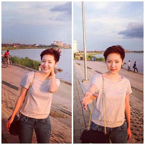 Phương Linh đơn giản với áo phông, quần jean và tóc tém.