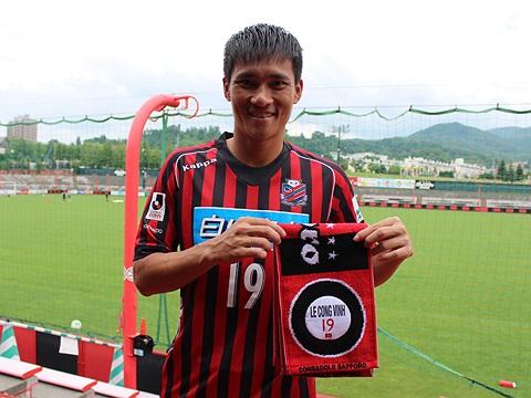 Trước trận gặp Ehime FC cuối tuần này, gian hàng của Consadole trước cửa sân sẽ bắt đầu bán áo đấu số 19 của Công Vinh. Mức giá niêm yết là 19.950 yên Nhật (tương đương 4,3 triệu đồng)