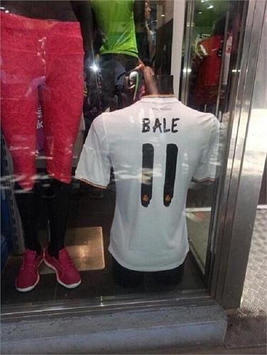 Áo đấu của Gareth Bale tại Real cũng xuất hiện ở Madrid