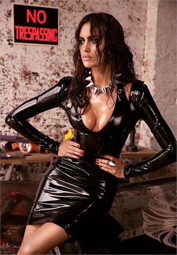 Irina Shayk tiếp tục có một bộ ảnh thời trang ưng ý