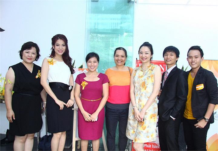 Bà Lê Lan Anh, đại diện đơn vị tổ chức lý giải về giải thưởng của Trương Ngọc Ánh: Năm qua Trương Ngọc Ánh có nhiều hoạt động từ thiện, vận động cộng đồng tham gia các hoạt động thiện nguyện. Đó là lý do mà rất nhiều bạn đọc đã ủng hộ Trương Ngọc Ánh