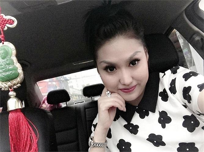 Ngắm búp bê Phi Thanh Vân với da trắng tóc đen.