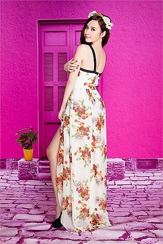 Sau scandal diện trang phục trong suốt mặc như không mặc lên bar, Angela Phương Trinh lại tự tin trở lại trong bộ ảnh mới.