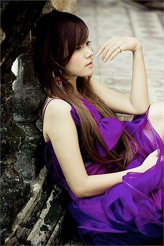 Midu diện váy tím xinh đẹp.