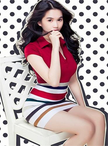 Ngọc Trinh mở đầu xu hướng thời trang hè 2013 với hàng loạt mẫu kẻ sọc thời thượng.