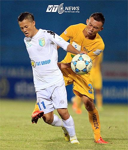 Nhưng tất cả đã phải thán phục khả năng chơi bóng của tiền vệ Thành Lương bên phía Hà Nội T&T. (Ảnh: Quang Minh)