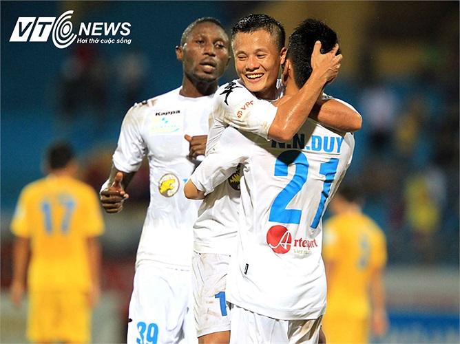 Giá trị 'dị' của Lương 'dị' nằm ở chỗ đó. Nếu Hà Nội T&T đăng quang, Thành Lương sẽ có chức vô địch V-League đầu tiên trong sự nghiệp cầu thủ của mình. Đó là một món quà xứng đáng cho những gì Thành Lương đã cống hiến. (Ảnh: Quang Minh)