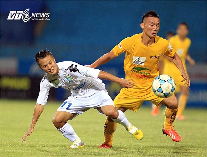 Lương 'dị' chơi bóng với nguồn năng lượng đáng nể và là đầu tàu của đội bóng thủ đô trong những thời điểm khó khăn. (Ảnh: Quang Minh)
