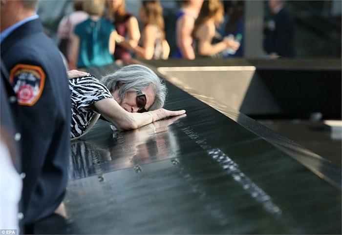 Mija Quigley, người mẹ vật vã bên tên con trai của bà Patrick Quigley, người thiệt mạng trong vụ khủng bố 11/9
