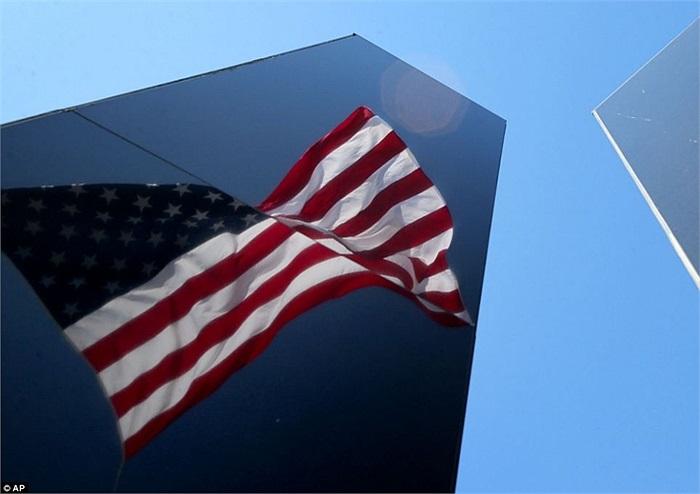 Quốc kỳ Mỹ tung bay trong ngày kỷ niệm 12 năm vụ khủng bố 11/9