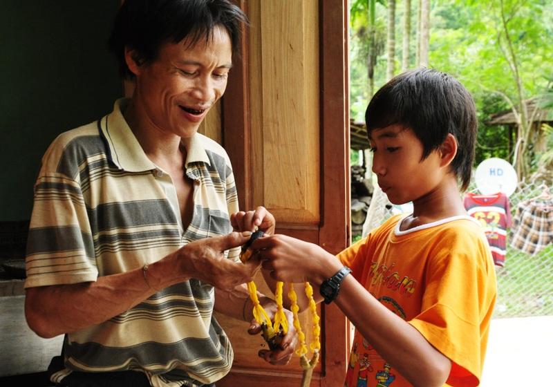 Anh Lang dần thích nghi với cuộc sống cộng đồng