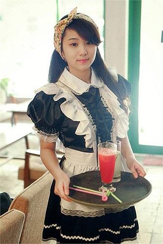 Nguyễn Hà Trang sinh năm 1997, người Hà Nội, cô còn có tên gọi quen thuộc là Trang Hàn. Những ngày qua cô trở thành tâm điểm trên mạng khi có bộ ảnh khá bạo lực tham dự một cuộc thi cosplay.