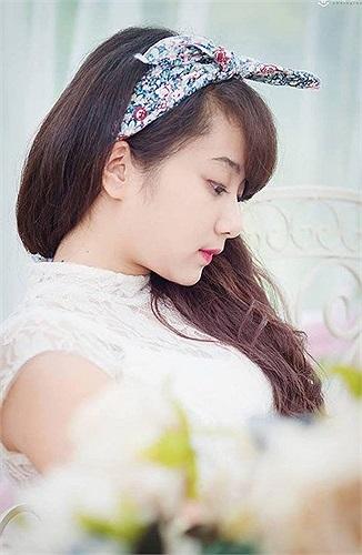 Cũng như nhiều nữ sinh hiện nay, Trang khá thích những chiếc băng đô và phong cách công chúa lãng mạn.