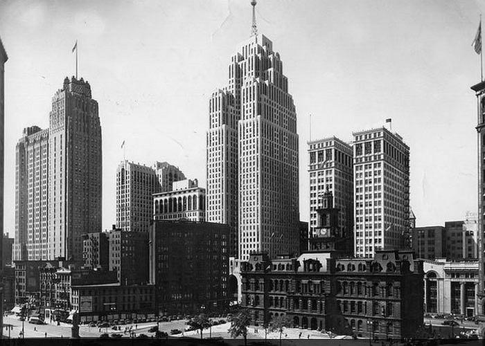 Ở thời hoàng kim, thành phố này phát triển vô cùng rực rỡ. Từ những năm 1930, nơi đây đã có những tòa nhà cao chọc trời như tòa nhà 47 tầng Penobscot Building hay City Hall.