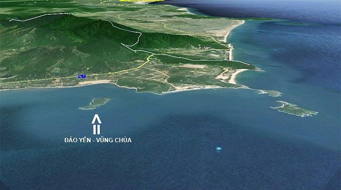 Hình ảnh nhìn từ hướng Đông Nam với mũi tên chỉ Hòn Nồm hay còn gọi là Đảo Yến.