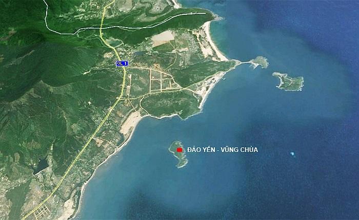 Khu vực biển Vũng Chùa nằm cạnh vịnh nước sâu Hòn La, nơi có cảng Hòn La. Khu vực này cũng khá kín gió vì được bao bọc bởi 3 hòn đảo: Hòn La, Hòn Gió, Hòn Nồm