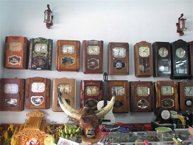 Ông Tâm cho biết: Hầu hết số đồng hồ của tôi có nguồn gốc từ các nước phương Tây như: Đức, Pháp, Nga, Ý, Thụy Sĩ, Hà Lan... Trong số đó, có những chiếc đồng hồ có tuổi đời trên dưới trăm năm