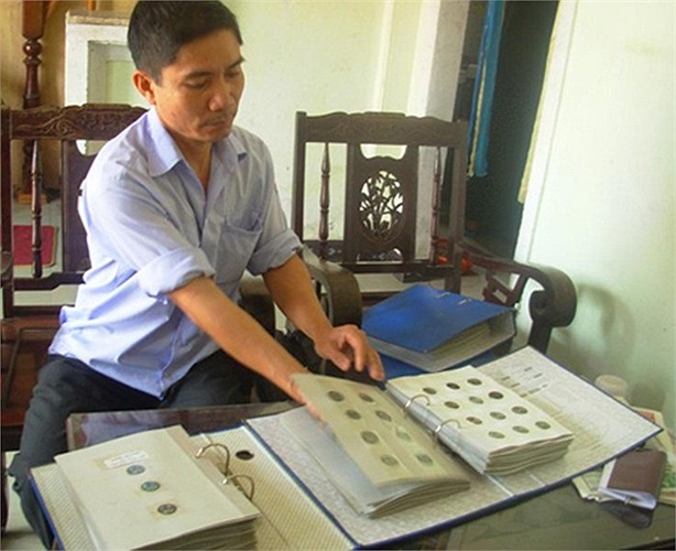 Là một thợ cắt tóc bình thường, nhưng Nguyễn Công Minh (ảnh) là một trong những người nổi tiếng của giới sưu tập tiền cổ thuộc thế hệ đầu của Huế.