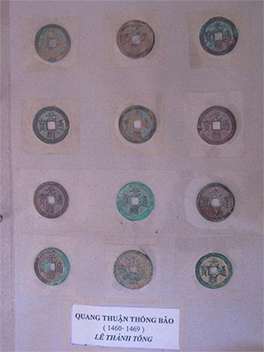 Hiện tại, anh Minh đang có một bộ sưu tập tiền xu cổ 'khổng lồ', tập hợp tương đối đầy đủ các hiệu tiền của các triều đại phong kiến Việt Nam, từ Đinh, Lý, Trần, Lê đến nhà Nguyễn. Ngoài ra, anh còn sưu tập tiền của Trung Quốc