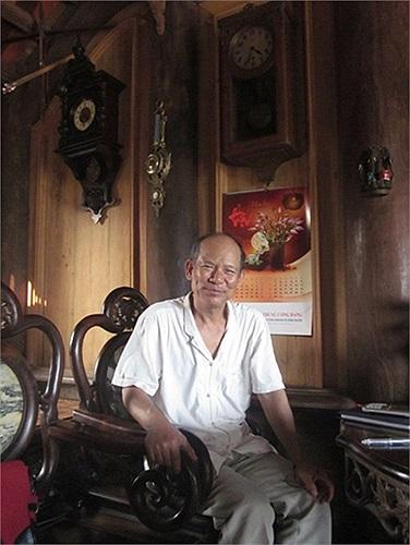 Ông Trịnh Thủy (ở thôn Trà Lâm, xã Hiệp Cường, Kim Động, Hưng Yên), nổi tiếng cả nước với thú sưu tập đồng hồ và 'cứu chữa' cho những chiếc đồng hồ cổ có nguy cơ ngừng hoạt động.