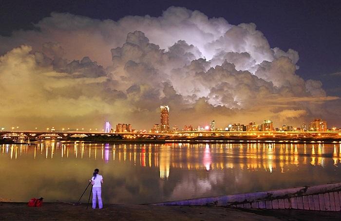 Đám mấy kì lạ trên bầu trời Đài Bắc, Đài Loan