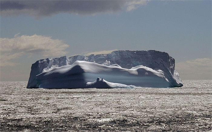 Một tảng băng trôi khổng lồ trên vùng biển Nam Cực