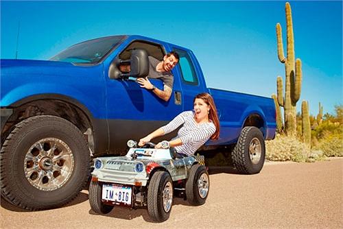 Austin Coulson sống ở bang Texas (Mỹ) đã tạo ra chiếc xe 4 bánh nhỏ nhất thế giới (được ghi danh trong sách Guinness) với kích thước tổng thể dài 1.219 mm, rộng 610 mm và cao 635 mm. Xe có thể đạt tốc độ tối đa 53 km/h. Động cơ là loại xi-lanh đơn du