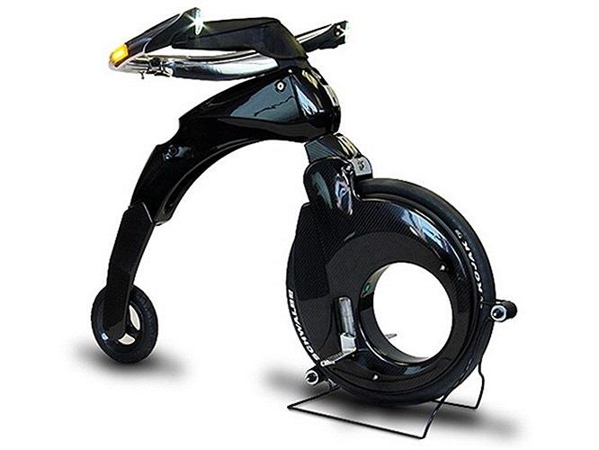 Chiếc xe đạp điện YikeBike Fusion được xem là chiếc xe đạp điện 2 bánh nhỏ nhất thế giới. Chỉ nặng 11,5kg, YikeBike Fusion có thể đạt tốc độ tối đa 23km/h. Nó có thể dễ dàng gập lại một cách gọn gàng chỉ trong vòng 15 giây.