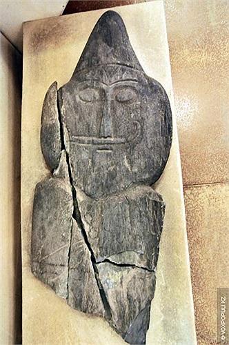 13.Đồng thời cũng là địa điểm khởi nguyên của thứ chữ viết cổ Orkhon Yenisei từng rất thịnh hành tại Trung Á và Thổ Nhĩ Kỳ hàng ngàn năm trước.
